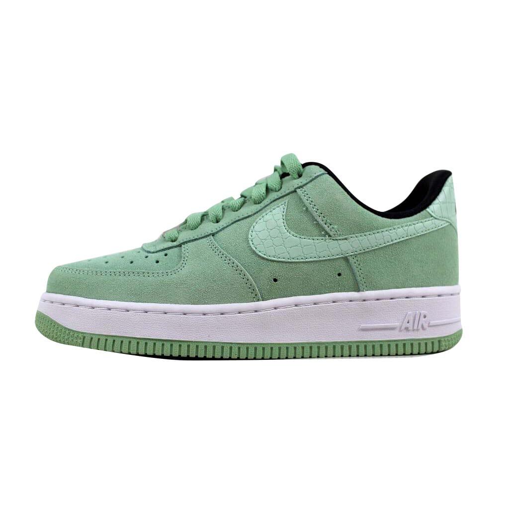 Nike Women's Air Force 1 '07 Seasonal Enamel GreenEnamel Green 818594 300