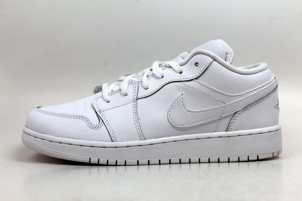 8fc38ec5bc6 Nike Air Jordan I 1 Low BG White Metallic Silver 553560-105 Grade ...